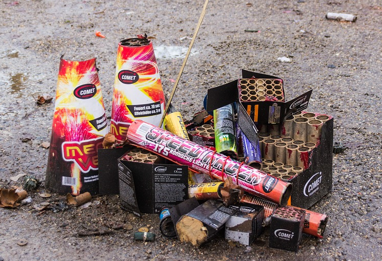 Fireworks scofflaws risk $100 fines if they don't get permit, follow ordinance rules