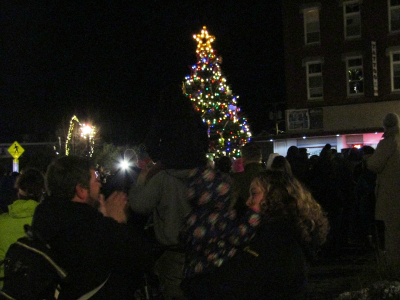 Rochester officially kicks off Christmastime with tree lighting