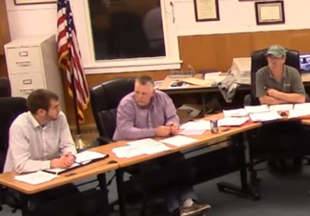 Thibeault blasts fellow selectmen over refusal to extend email probe