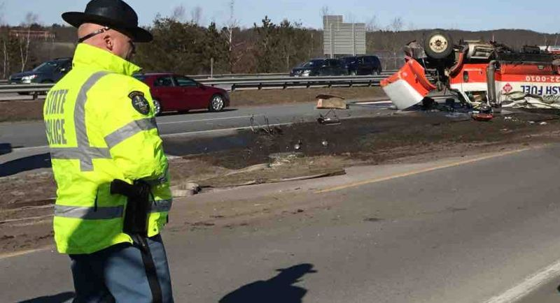 UPDATE: Oil truck overturns, spills nearly 3,000 gallons on I-295