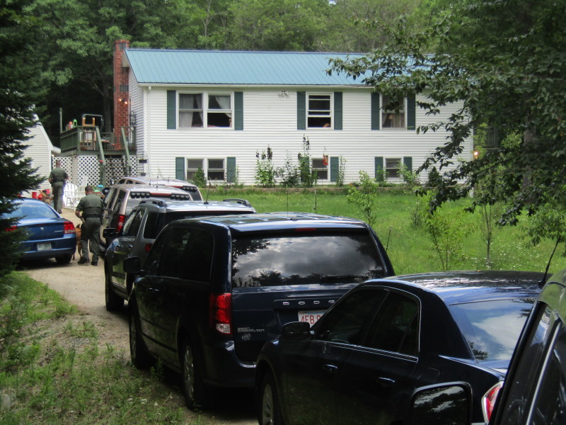 Lawmen swarm Farmington murder scene for yet another search