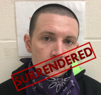 Fugitive turns self in after tipsters clue police where he's holed upions